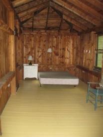 Cabin, back bedroom suite